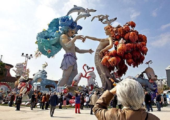 Resultado de imagen de tradiciones españa fALLAS